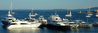 Jachten in de haven van Kerkyra op Corfu