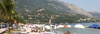 Het strand van Ipsos op Corfu